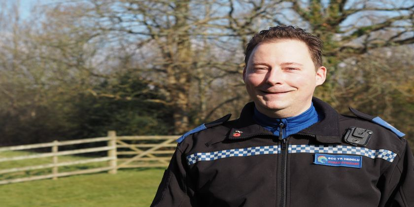 Quick-thinking Pcso Saves A Man's Life ... Using A Belt And A Spoon